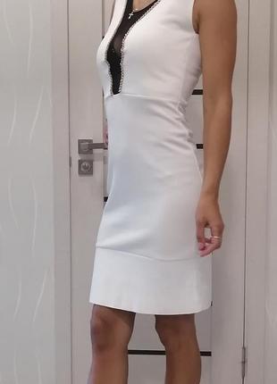 Платье белое нарядное до колен