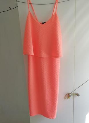 Яркое платье неон