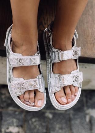 Босоножки на липучках в стиле chanel sandals silver leather