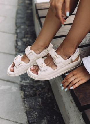 Босоножки в стиле chanel sandals beige leather