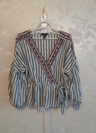 Натуральная блуза в полоску с вышивкой на запах с актуальным широким рукавом