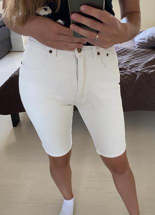 Білі джинсові велосипедки з високою посадкою