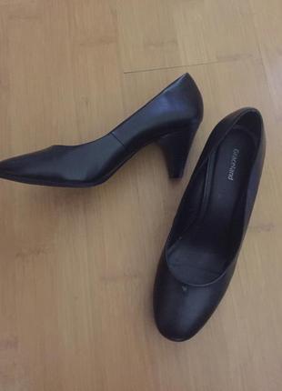 Туфлі класичні на середньому каблучку 39 р.