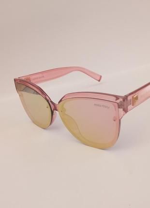 Стильные розовые очки италия прозрачная розовая оправа имеются небольшие царапинки глазу не мешают