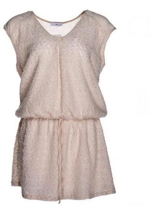 Платье-туника женское из буклированной ткани с поясом.