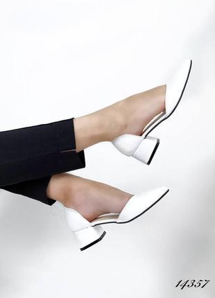 Стильные кожаные туфли на каблуке