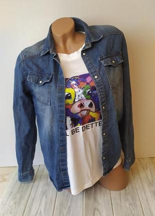 Синяя голубая джинсовая рубашка