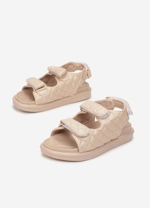 Трендові босоніжки сандалі