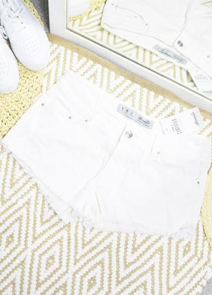 Новые белые шорты denim co