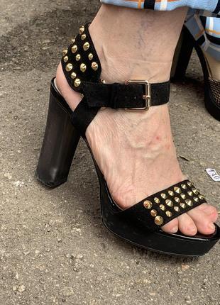 Замшевые босоножки на каблуке чёрные босоножки на платформе