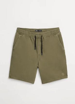 Оливковые мужские шорты zara! шорты цвет хаки