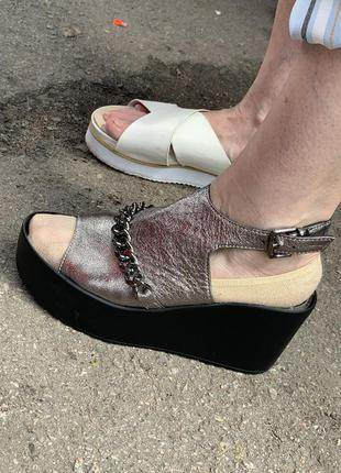 Серебряные босоножки на платформе чёрные босоножки на танкетке сандали