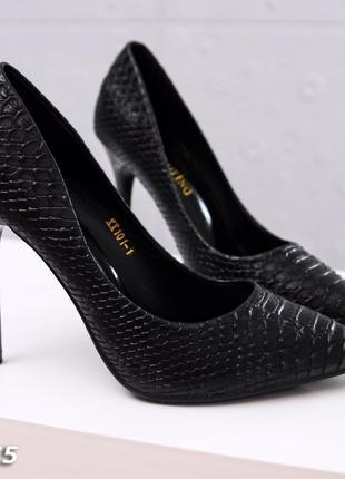 Черные туфли лодочки 40(39) размер