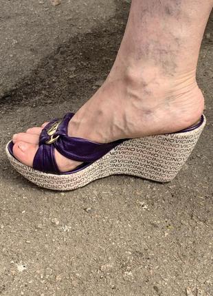 Босоножки на платформе босоножки фиолетовые на танкетке кожаные тапочки
