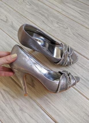 Блистящие кукольные праздничные свадебные туфли босоножки на каблуке, серебристые