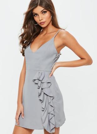 Красивое вечернее платье с рюшами missguided