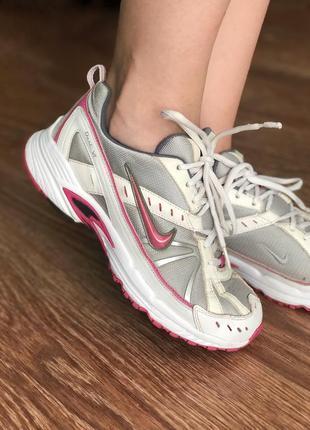 Вінтажні кросівки