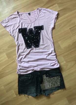 Красивая нежно сиренево-розовая футболка