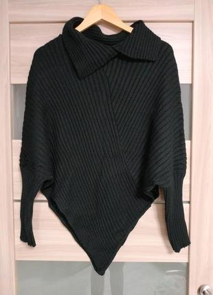 Красивый тёплый приятный асимметричный свитер