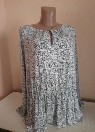 Трикотажна легка блуза -кофтина .