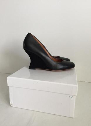 Нарядные кожаные туфли размер 37, длина стельки-24 см