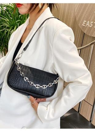 Модная черная сумка с серебристой цепочкой стильная сумочка 30582 фото