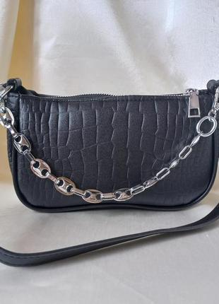 Модная черная сумка с серебристой цепочкой стильная сумочка 30583 фото