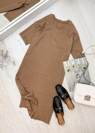 Бежевое платье - футболка прямого фасона