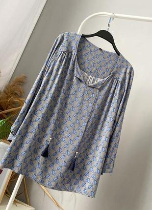 Свободная блузка из натуральной ткани с кисточками