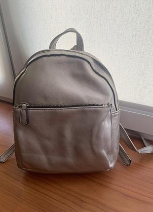 Сріблястий рюкзак stradivarius