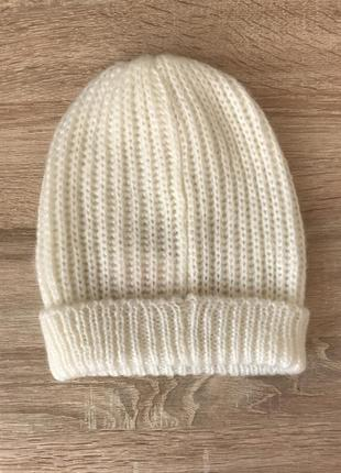 Весенняя шапка белая