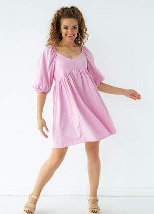 Платье мини с завышенной талией с коротким рукавом.