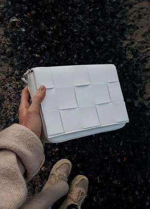 Белая сумка кроссбоди