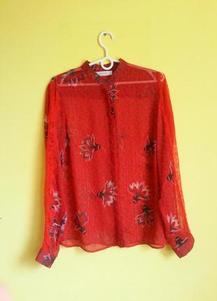 Красная блуза в цветочный принт