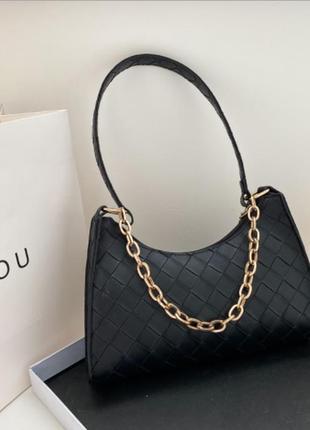Модная черная сумка с золотистой цепочкой стильная сумочка 3072