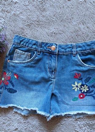 Джинсовые шорты с вышивкой для девочки