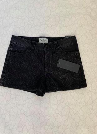 Pepe jeans чёрные коротенькие джинсовые шорты с вышивкой ,очень классные