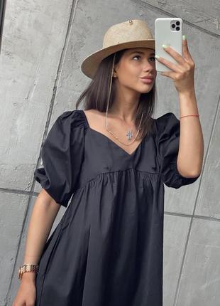 Женское платье свободного кроя с коротким рукавом