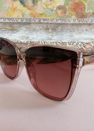 Эксклюзивные нюдовые  брендовые солнцезащитные женские очки 2021 с блёстками