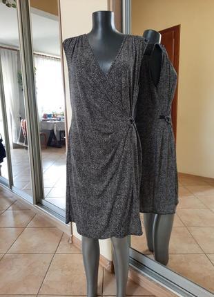 Изумительное вискозное на запах платье 👗большого размера