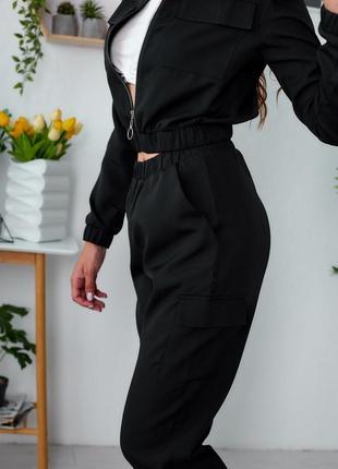 Костюм женский прогулочный в стиле спорт-шик с накладными карманами
