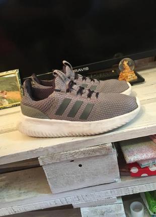 Кросівки / adidas 👟