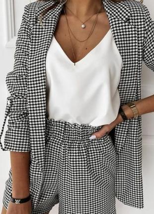Очень красивая и стильная брендовая блузка-маечка белого цвета.