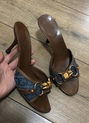 Винтажные монограммные кожаные мюли босоножки на каблуке gucci оригинал италия
