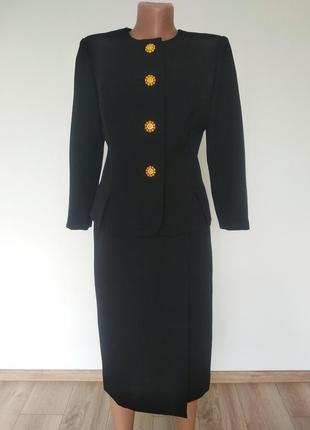 Чорний елегантний діловий офісний костюм з спідницею укорочений жакет піджак спідниця на запах по фігурі міді вінтаж в стилі escada