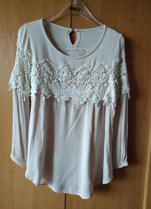 Натуральная блуза с кружевом