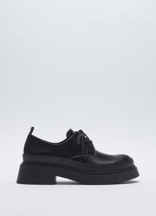 Закрытые туфли ботинки дерби оксфорды со шнурками на грубой большой подошве танкетке классические черные с круглым носом