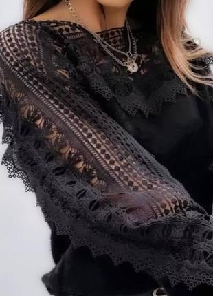 Женская блуза с кружевными рукавом