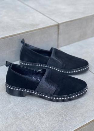 Черные туфли на низком ходу