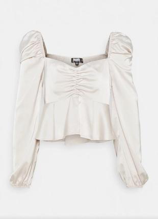 Стильная укороченная блуза с объемными рукавами